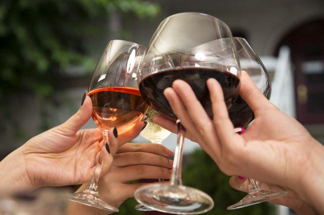 mothers day ideas during quarantine   wine tasting