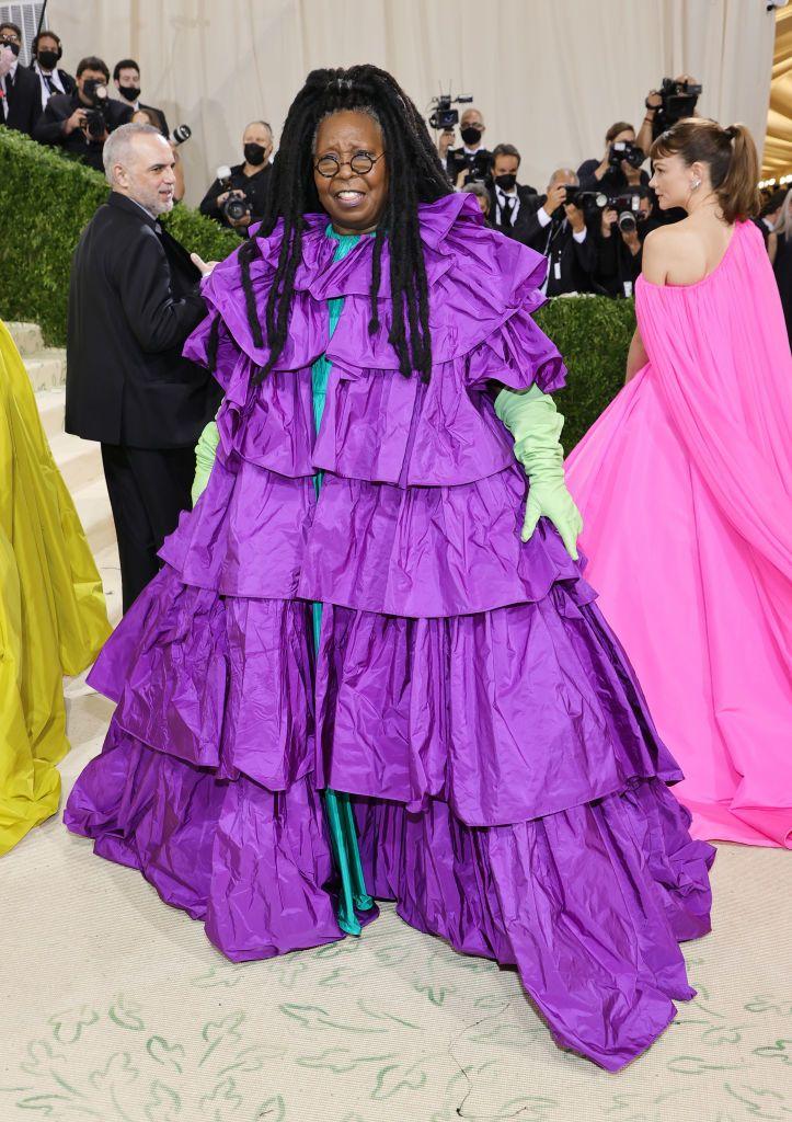 2021 gala u takua duke festuar në Amerikë një leksik të modës Whoopi Goldberg në valentino couture