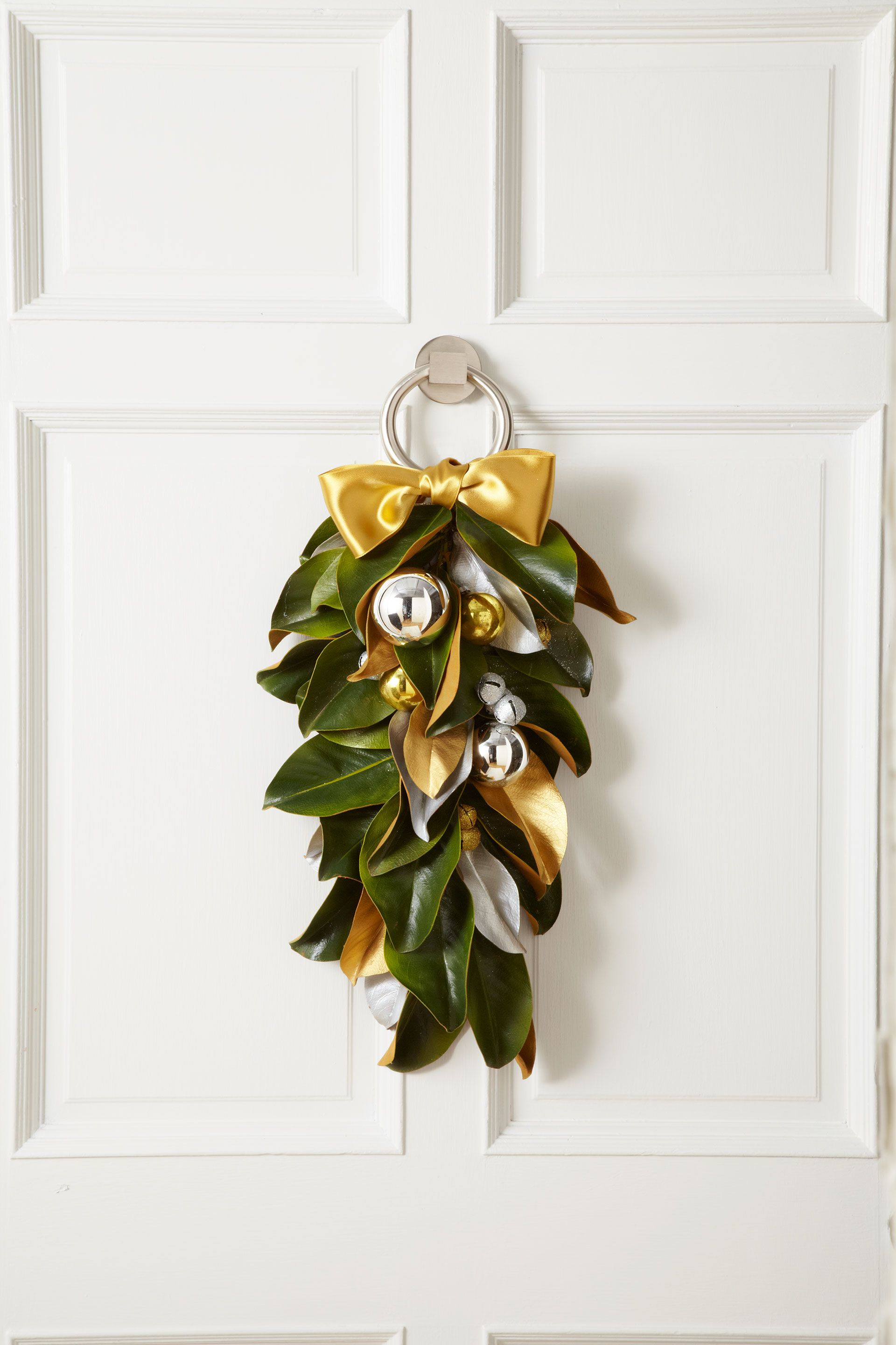 22 Christmas Door Decorations 2019 How To Decorate Your Door For Christmas