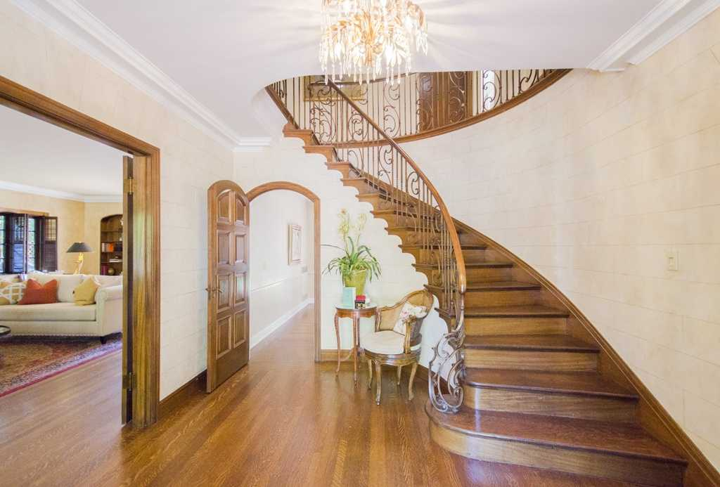 Mansion Monday Jewel In Sacramentos Fab 40s Neighborhood