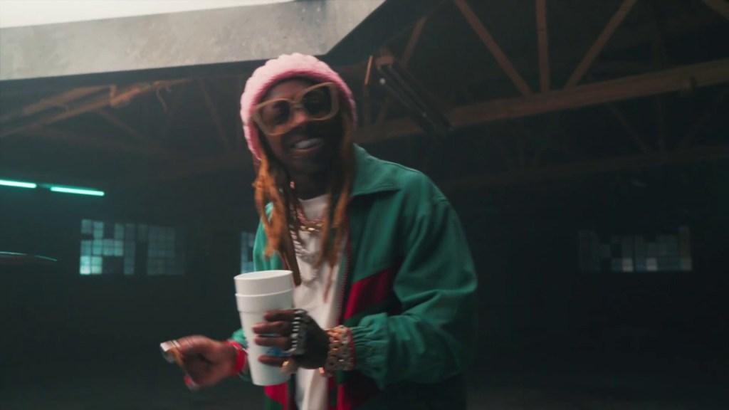 Travis Barker – Gimme Brain Ft Lil Wayne & Einer Banks (Acoustic) (Video)