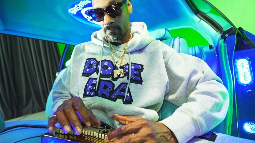 Snoop Dogg Gang Signs video