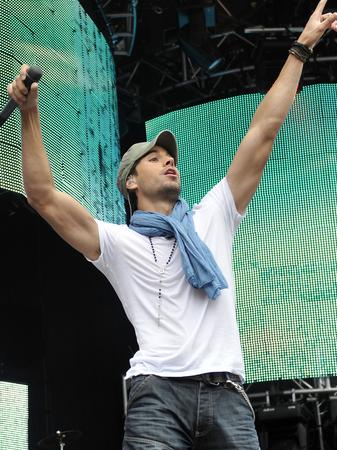 on-stage-with-enrique-iglesias-1244465657-gallery-detail-0