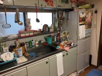 片付ける前のキッチン
