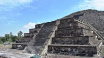 Secret tunnel found 30 feet below the Pyramid of the Moon in Mexico's Teotihuacan ruins may have been built to 'replicate the underworld'