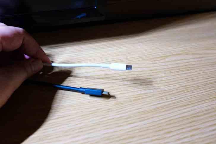 ケーブルの抜き差しがしやすい配置がベスト