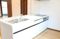 白のキッチンです。