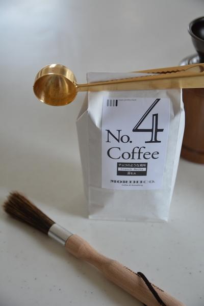 コーヒーメジャースプーンとコーヒー豆