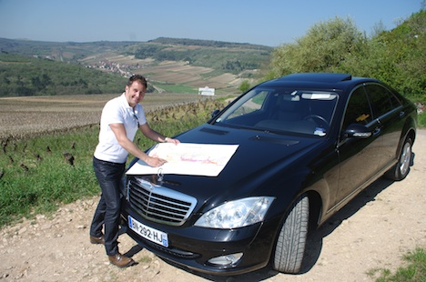 Bourgogne Gold Tour's Youri Lebault makes good use of maps to show people around