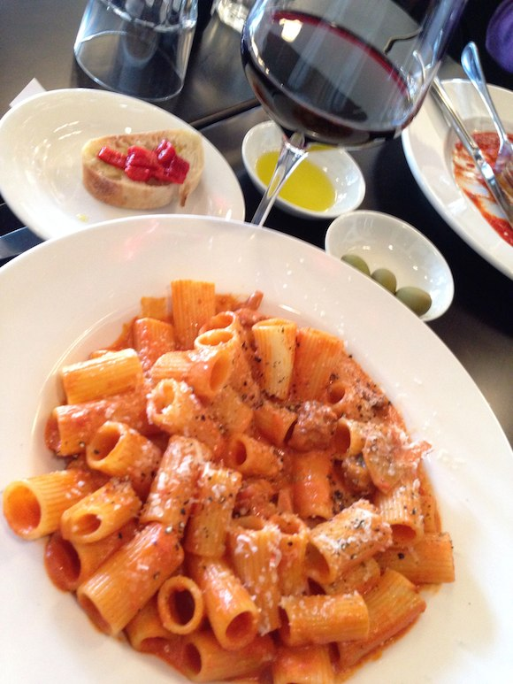Rigatoni alla salsiccia with wine glass