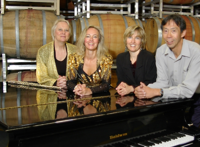 Howard Soon (r) with Tasting Notes performers (l-r) Kathryn Cernauskas, Heather Pawsey and Karen Shumka (TP photo)