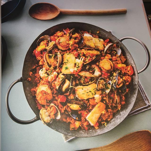 Lure cookbook Pacific Paella in pan