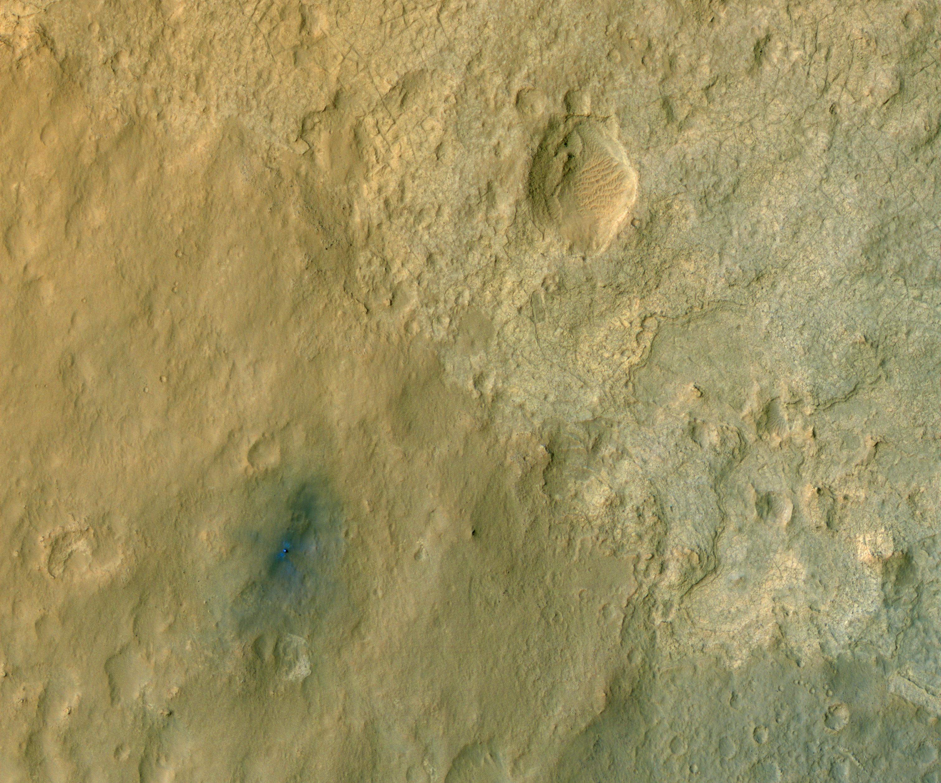 Nasa s Curiosity Mars rover seen in new satellite image BBC News