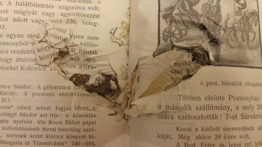 Golyódarab a könyvtestben