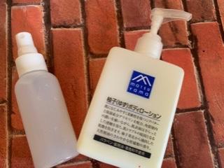 手に塗るクリームと化粧水