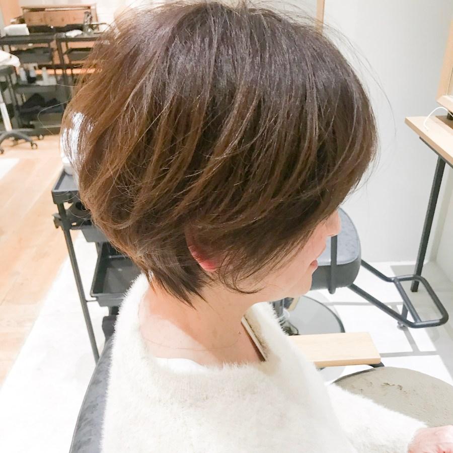 前下がりショートのヘアスタイル