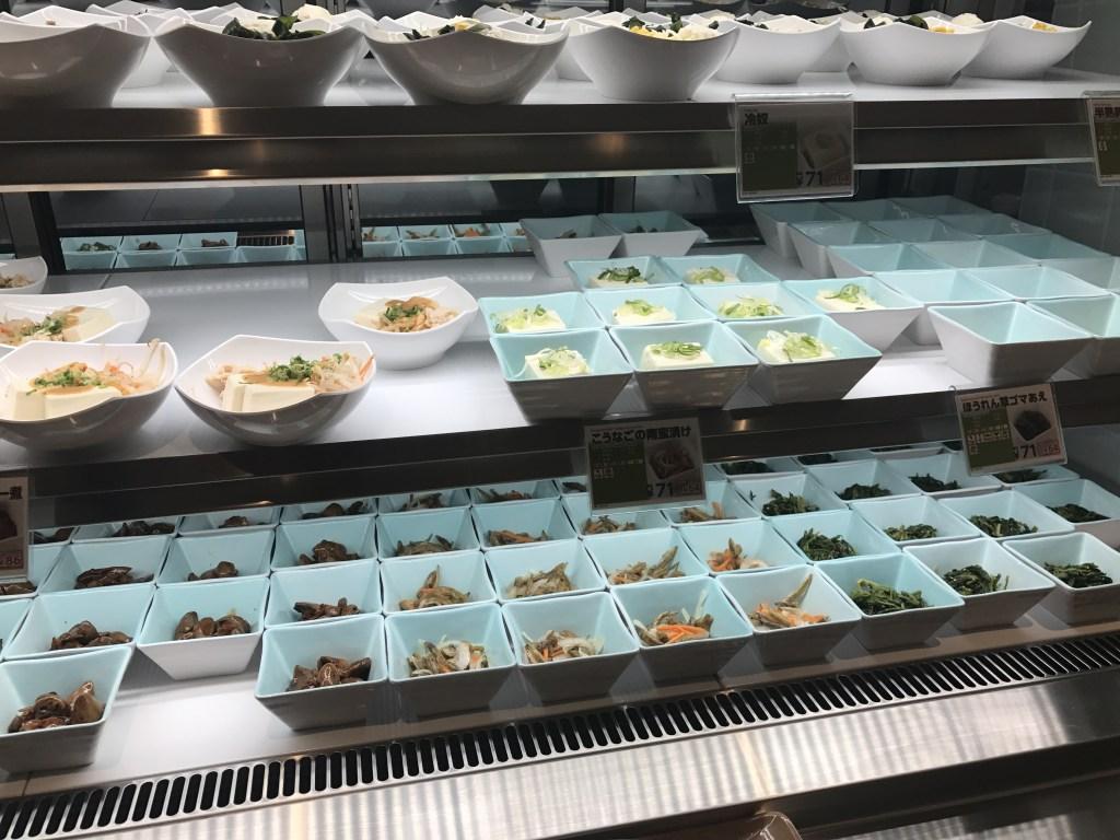 東大本郷中央食堂の惣菜コーナー