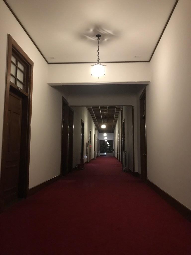 奈良ホテルの廊下