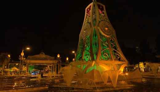 船でブルネイ入国。バンダル・スリ・ブガワンと夜の遊園地。