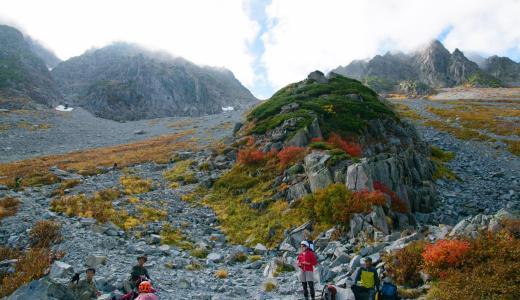 涸沢から穂高岳山荘へ。涸沢岳を登る。