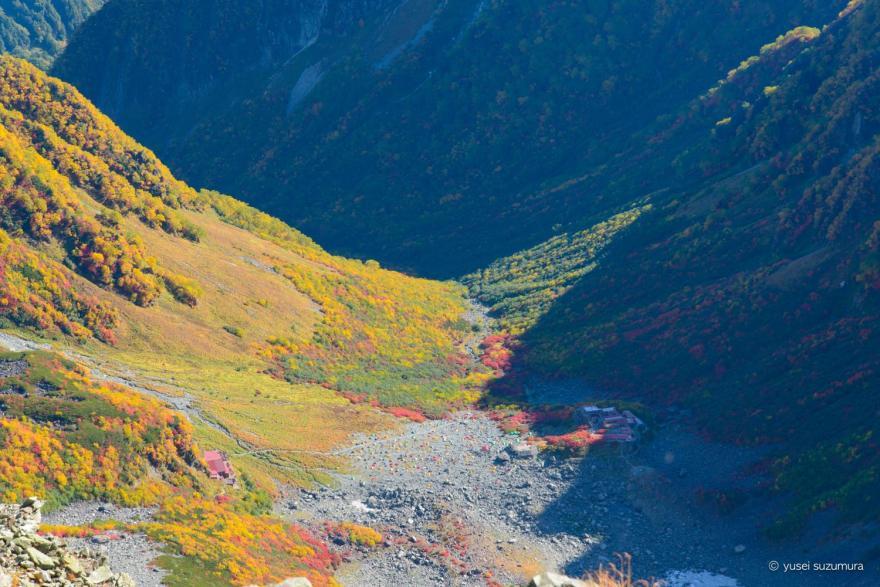 奥穂高岳から見下ろす岳沢山荘