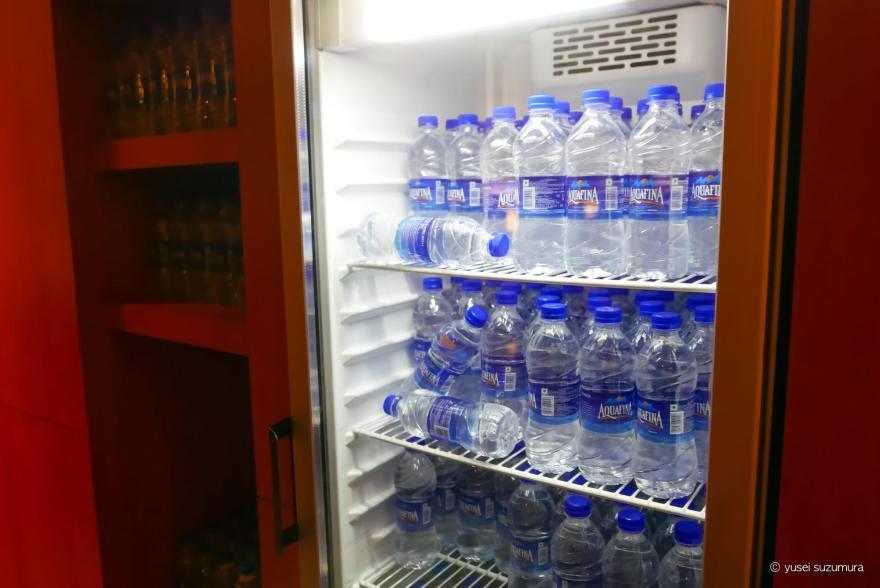 水 ペットボトル プレミアムラウンジ