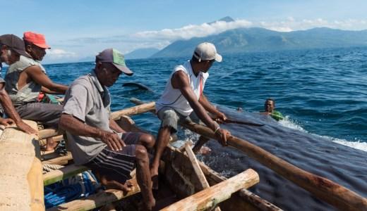 マッコウクジラの捕獲が世界で唯一認められているたった一つの村。ラマレラ村へのアクセス方法