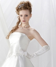 サテンのAラインドレスはどんな結婚式にもGOOD!