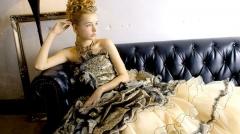 黒とゴールドを使ったゴージャスなドレス