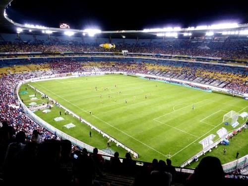 サッカー観戦 画像