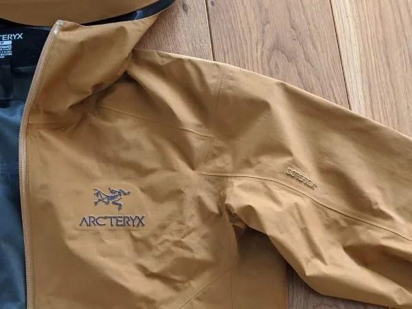 【アークテリクス・ゼータSLジャケット】ベータSL後継モデルの着用レビュー・ゼータSLジャケット・袖付け、肩回り画像