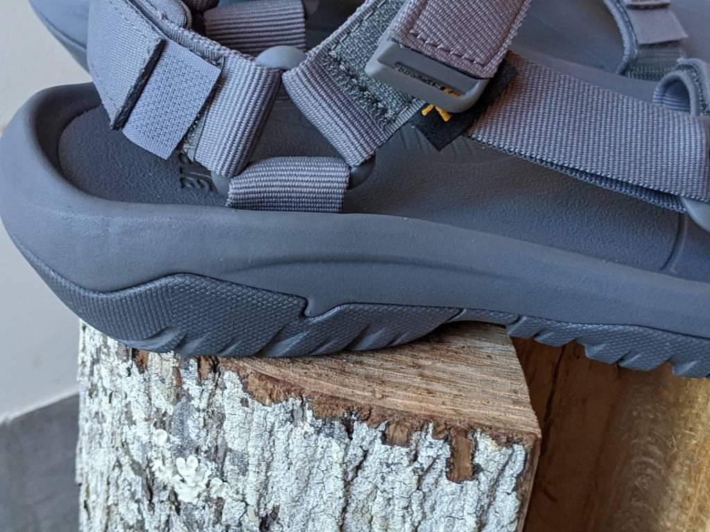 【レビュー】TEVA/テバ ハリケーンXLT2・サイズ感や履き心地を元靴屋が紹介・アウトソール横画像