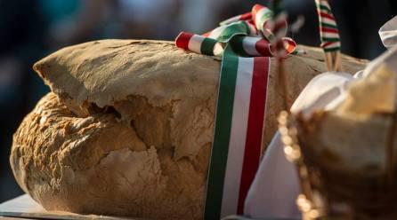 Az államalapítás és az új kenyér ünnepe