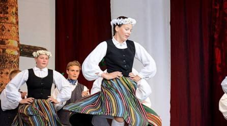 Színes szőttes – nemzetközi folklóregyüttesek bemutatkozása