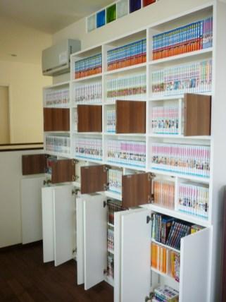 上段にはコミック、下段には文庫本などの収納が可能です。