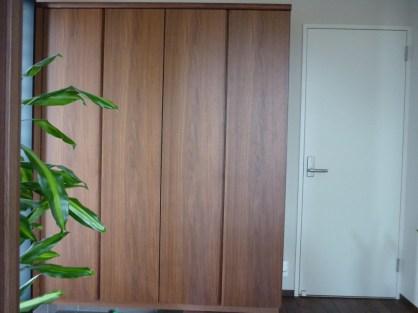 天然木を贅沢に使用した玄関収納です。