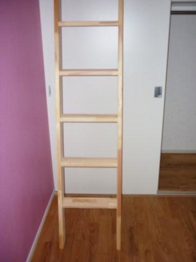 天然木を贅沢に使った梯子を製作しました。