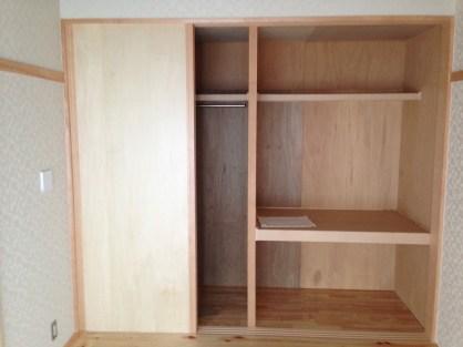 扉内部は大きな収納スペースが4つ。お客様のご要望にあわせて製作しました。