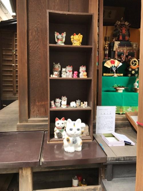 三光稲荷神社招き猫