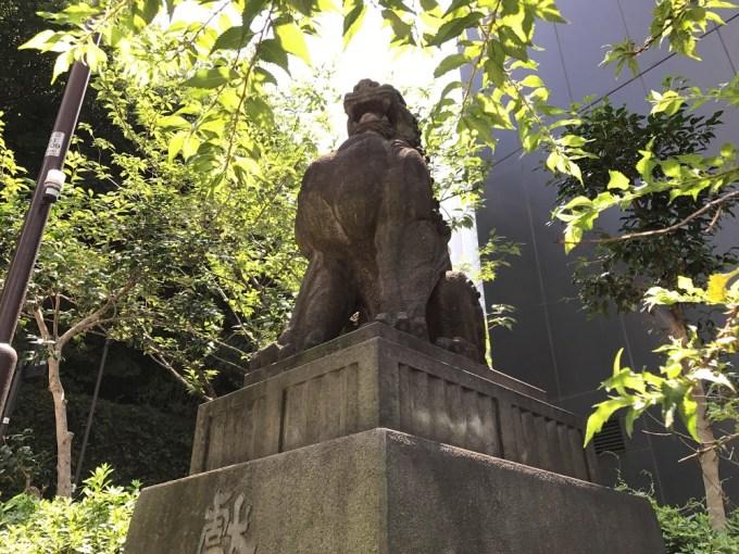 日枝神社狛犬右