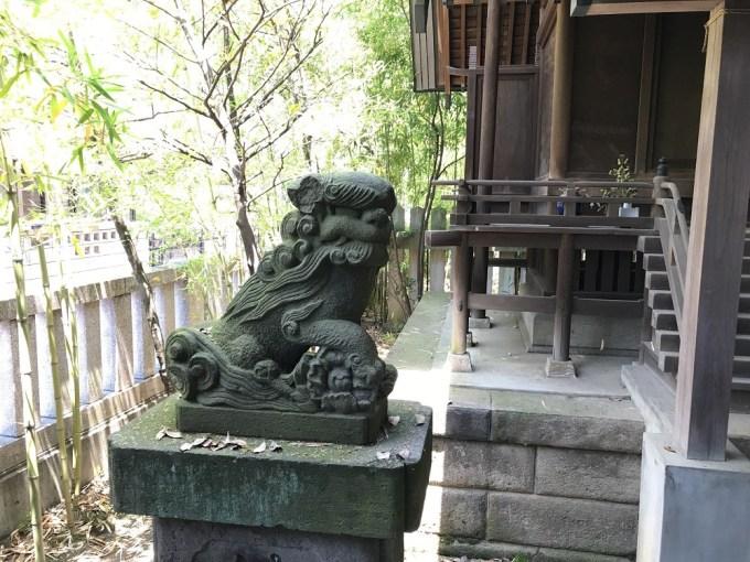 前川神社祖霊社狛犬左