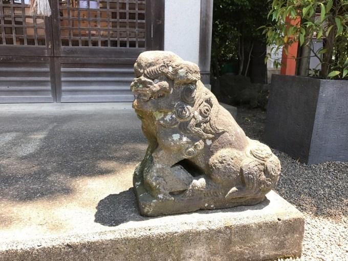 前川神社八坂神社狛犬右