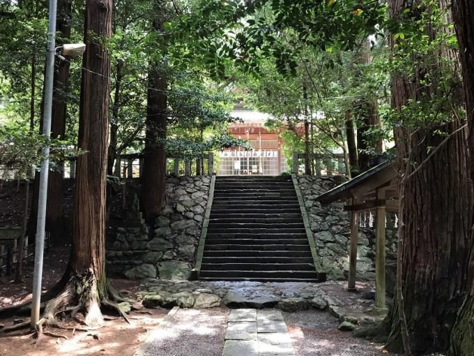 萩日吉神社階段