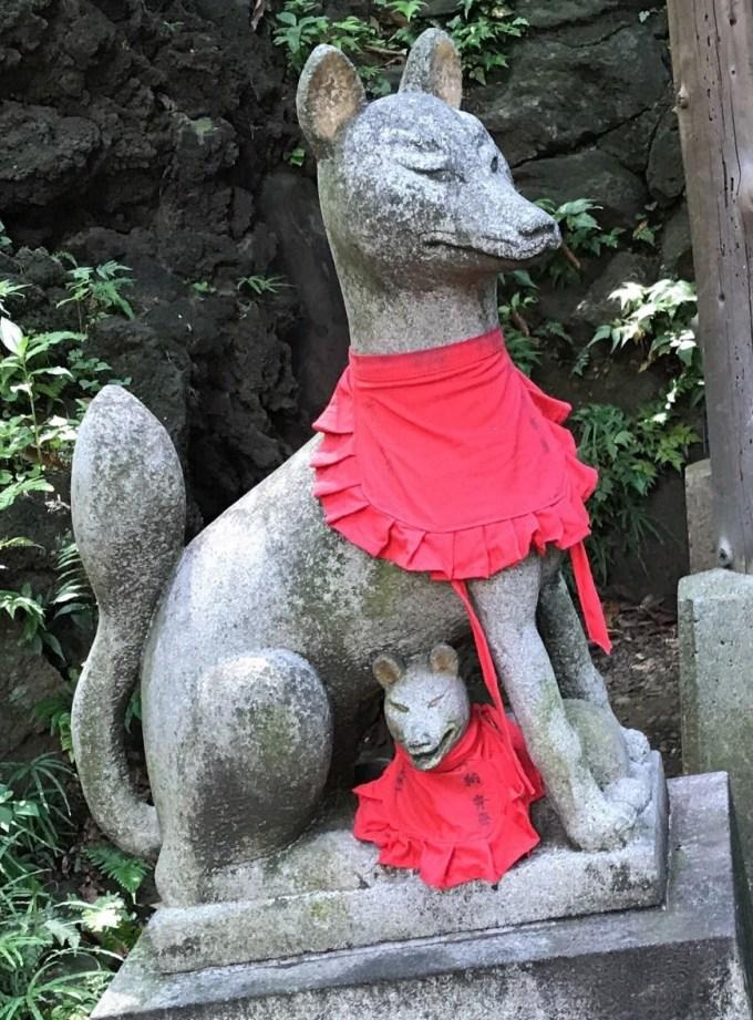 赤坂氷川神社西行神社狛狐左2