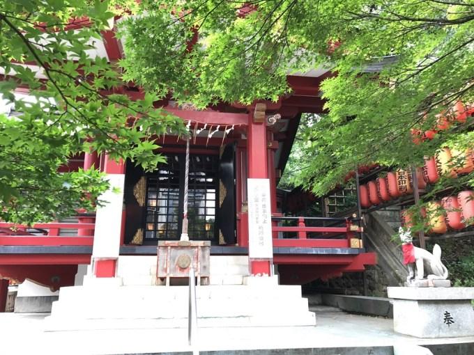 市谷亀岡八幡宮茶ノ木稲荷神社拝殿