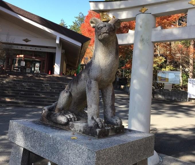 三峯神社狛狼左1