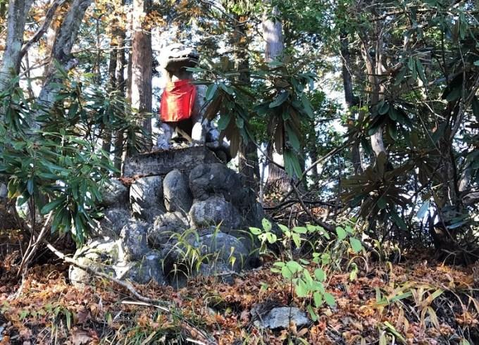 三峯神社遥拝殿狛犬右