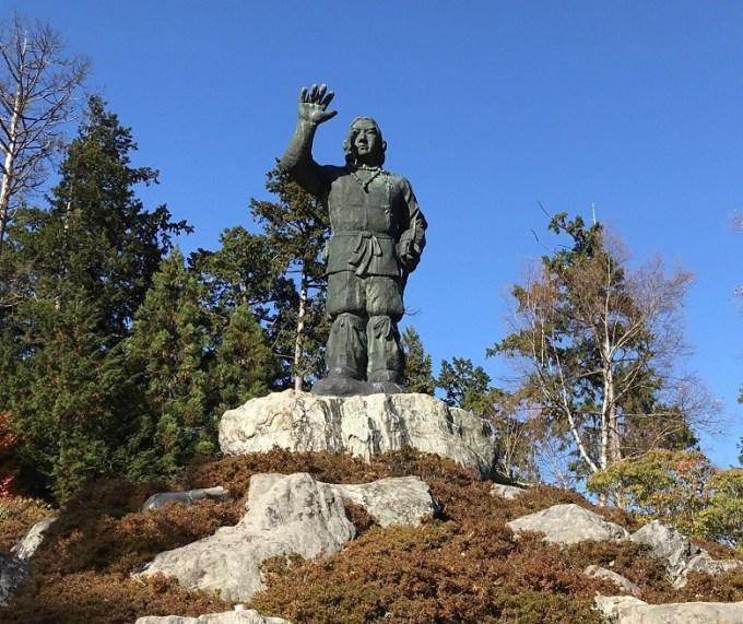 三峯神社日本武尊銅像