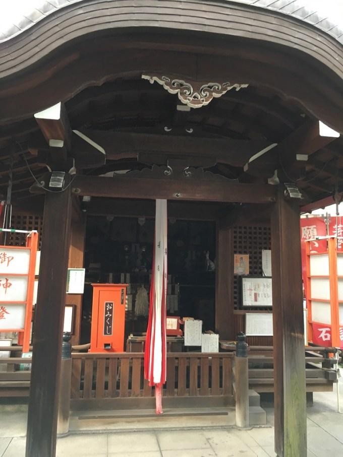 御辰稲荷神社拝殿