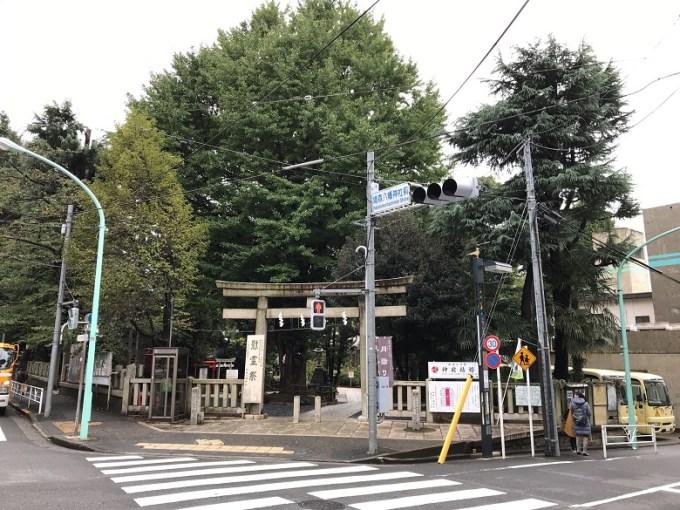 鳩森八幡神社大鳥居通り